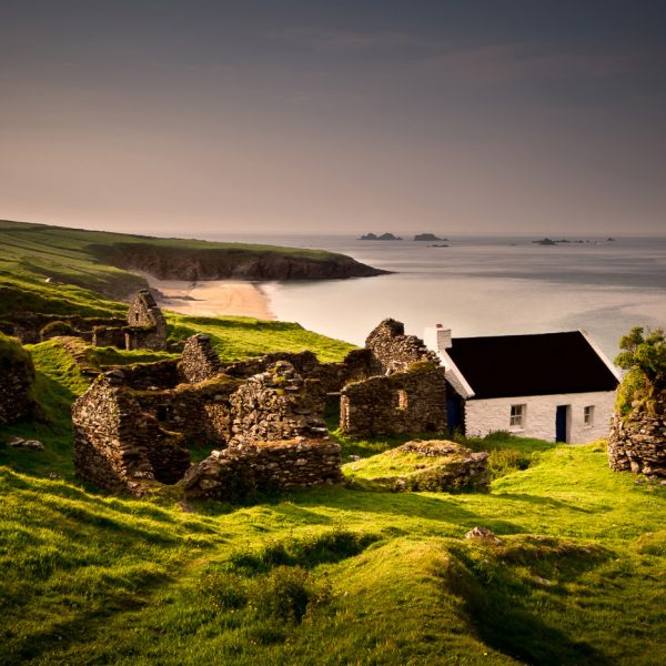 traditional_irish_cottage_blasket_islands1